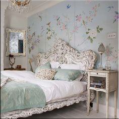 Chinoiserie wall in a romantic bedroom