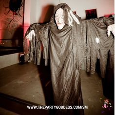 The Party Goddess! Marley Majcher gave guests QUITE the SCARE at Nick and Vanessa Lechey's Halloween party.  http://www.thepartygoddess.com/sm #eventprofs #decor #events #Halloween #BOO #scare #Fall #party #trickortreat #NickLachey #VanessaLachey #celebrities