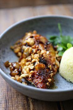Super poulet roti aux épices, noisettes et miel , roast chicken with saffron , hazelnuts and honey | On dine chez Nanou