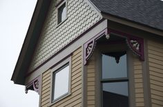 love the color combo & the handmade trim