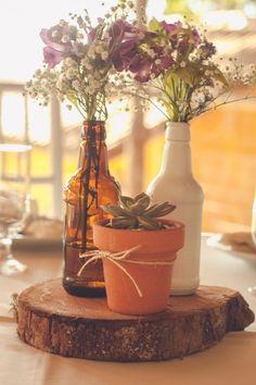 Seja no campo ou na cidade, o casamento estilo rústico é um dos queridinhos dos noivos e agrada a maioria dos convidados. Inspire-se com o tema