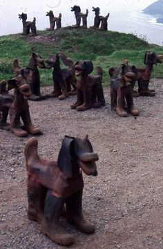 TINNERS HOUNDS sculptures created using discarded miners boots by David Kemp Old Boots, Found Object Art, Natural Forms, Yard Art, Cute Dogs, Art Decor, Street Art, Sculpture, Cool Stuff