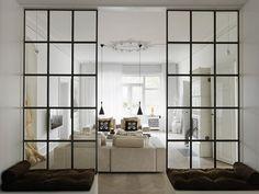 Muchas veces necesitamos que un espacio tenga alguna separación de ambientes, no teniendo por qué ser un tabique.  Un separador de hierro con cristal transparente es una perfecta solución ;)