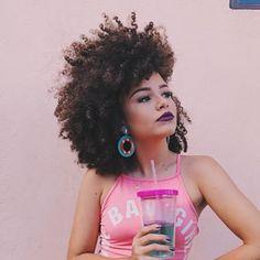 Essa mulher é maravilhosaaa How To Grow Natural Hair, Natural Hair Journey, Natural Hair Care, Natural Hair Styles, Afro Hair Twists, Kinky Curly Hair, Curly Hair Styles, Black Power, Afro Hairstyles