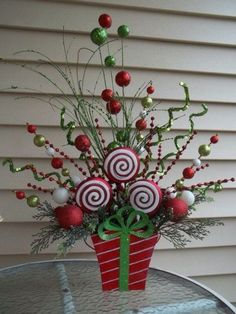 Grinch Christmas Decorations, Grinch Christmas Party, Whimsical Christmas, Christmas Centerpieces, Christmas Time, Tree Centerpieces, Centrepieces, Christmas Projects, Christmas Crafts