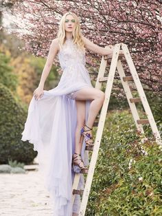 Luxury shoe and accessories brand Jimmy Choo has tapped actress Dakota Fanning to star in a new fashion shoot featuring its spring-summer 2017 styles. The 23-year-old poses outdoors and in a green house filled with floral blooms. Dakota looks absolutely ethereal in a range of platform sandals, cute pumps and highly decorated bags. From the …