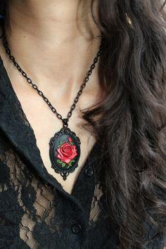 """Collier camée médaillon """"Rose Rouge"""" Victorien, Gothique"""