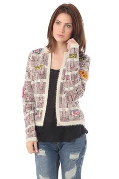 Beige chanel cardigan with multi patch - 49,90 € - https://q2shop.com/