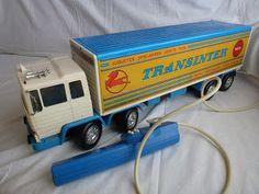 Transinter de Rico. Uno de mis juguetes preferidos. Había varias versiones con la caja en naranja y rojo. El mio era exactamente igual que el de la foto. Una pena no haberlo conservado