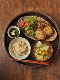 一汁二菜ぐらいごはん ◆蕪とトウモロコシの味噌汁、キャベツとズッキーニ