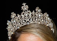 De Württemberg-tiara - All Things Royal Royal Tiaras, Tiaras And Crowns, Royal Jewelry, Queen Maxima, Hair Ornaments, Crown Jewels, Pixies, Headpieces, Diana