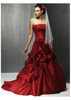 Red Wedding Dress... Not like i would want a red wedding dress, but this is so pretty!!!