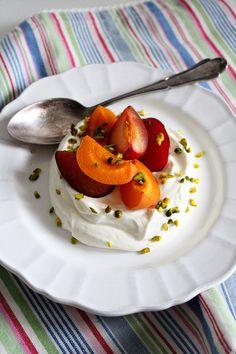 Quarkcreme mit gerösteten Früchten › Schön und fein / Roasted Fruits (Apricots & Plums)