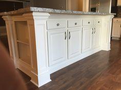 Kitchen Island Trim, Classic Kitchen Cabinets, Kitchen Cabinetry, Kitchen Redo, Kitchen Styling, Kitchen Remodel, Kitchen Design, Kitchen Islands, Woodworking Furniture Plans