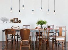 chaises en bois de salle à manger dépareillées