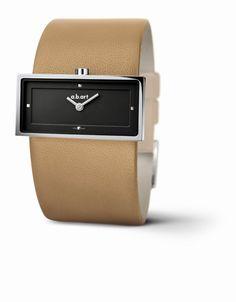 ZS102 kadınları tamamlayan bu saat, çağdaş tasarıma; isviçre yapımı bir saatten bekleyebileceğin birbirleriyle değiştirilebilir şık kayışlarıyla kusursuz bir yorum getiriyor... zarif çerçeveli paslanmaz çelik kasa, siyah kadran, quartz makine, çizilmez safir cam , tek parça deri kayış, 2 yıl uluslararası garantili, 37 mm x 24 mm kasa, 11 mm kalınlık  http://www.abartturkiye.com/ABARTSaat/166-zs102.htm