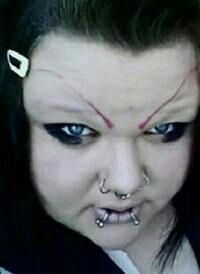 Terrible Eyebrow FAILS' I'm trying to come up with the look she was going for. Uh, just plain not attractive? Eyebrow Fails, Eyebrow Game, Bad Makeup, Makeup Fail, Kill It With Fire, Bad Eyebrows, Ugly Faces, Wtf Moments, Humor
