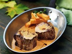 Beef Recipes, Cooking Recipes, Drink Recipes, Avocado Tuna Salad, Low Carb Bagels, Wellington Food, Meat Appetizers, Eat Smarter, Fine Dining