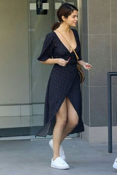 February Selena out and about in Los Angeles, CA [HQs] Selena Gomez Outfits, Selena Gomez Pictures, Selena Gomez Style, Selena Gomez Fashion, Selena Gomez 2019, Cute Casual Outfits, Casual Dresses, Summer Dresses, Look Fashion