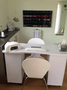 Trendy salon manicure at home 22 Ideas Home Beauty Salon, Beauty Nail Salon, Home Nail Salon, Nail Salon Design, Nail Salon Decor, Beauty Salon Decor, Salon Interior Design, Beauty Salon Interior, Manicure At Home