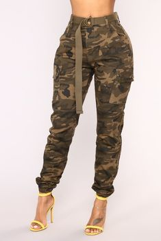 Available In Yellow Camo , Olive Camo , And Pink CamoStretch CottonTwillHigh WaistJogger PantsBeltHigh Waisted - Cargo Pants - Camo Pants - Camouflage inseam. Camo Fashion, Grey Fashion, Fashion Pants, Camouflage Pants, Camo Pants, Swag Outfits, Casual Outfits, Cargo Pants Outfit, Bleach Tie Dye