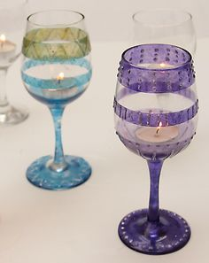 Today we have useful DIY ideas how to decorate wine glass for your party time. We all have wine glass in our homes, so you can see this amazing project Diy Wine Glasses, Decorated Wine Glasses, Painted Wine Glasses, Glass Tea Light Holders, Candle Holders, Glass Design, Tea Lights, Crafty, Candle Making