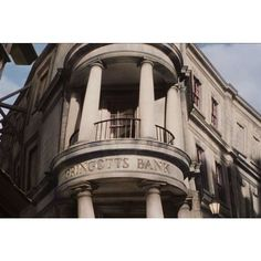 Universal's New Harry Potter Gringotts Ride Looks Amazing ❤ liked on Polyvore featuring harry potter