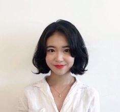 Iu Short Hair, Short Hair Outfits, Korean Short Hair, Medium Short Hair, Medium Hair Styles, Bob Haircut For Round Face, Short Hair Styles For Round Faces, Round Face Haircuts, Short Hairstyles For Women