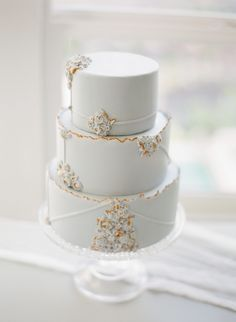 6 Wedding Cake Trends in 2020 Black Wedding Cakes, Beautiful Wedding Cakes, Wedding Cake Centerpieces, Individual Cakes, Fresh Flower Cake, Traditional Cakes, Cake Trends, Cake Tasting, Small Cake