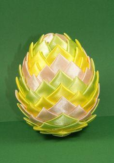 Huevos de pascua con  cinta