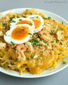 This recipe of Pancit Palabok is really simple one requiring the most simple ingredient from the yellow thick sauce and basic toppings but still delicious. Filipino Dishes, Filipino Food, Filipino Noodles, Asian Noodles, Rice Noodles, Pancit Palabok Recipe, Paella, Philippine Cuisine, Philippines Food