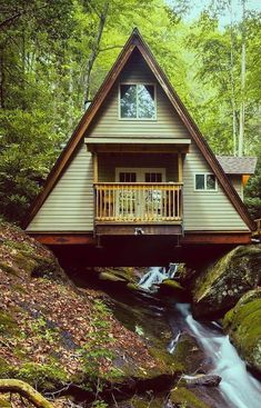 Very very nice! Does anyone know where this is located? It reminds me of the Hocking Hills region of Ohio but it could be anywhere.