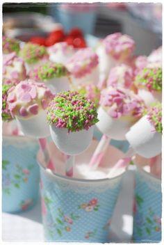Lekkere traktatie (en makkelijk te maken: marshmallow dopen in chocola en strooisels)