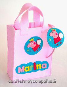 Bolsa Peppa Pig con Felpa a juego Pig Birthday, Sister Birthday, Birthday Parties, Paper Party Bags, Felt House, Felt Gifts, Pig Party, Ribbon Crafts, Kids Gifts