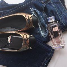 🆕 Zara Embossed ballerina flats. Size US 6 EUR 36 Zara Embossed ballerina flats. Size US 6 EUR 36. Gold color.•••Automatic 15% discount on bundles of 3+ items 🛍••• Zara Shoes Flats & Loafers
