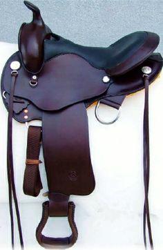 Sella  GARLAND  art.  GD318  in  cuoio  testa  di  moro  con  seggio  in  vitello  nero laccetti  in  cuoio.