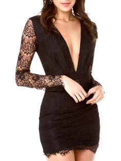 Mini robe en dentelle noire à décolleté plongeant