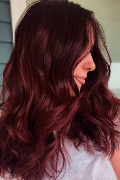 A burgundy hair shade will work great for ladies who love making a statement with their tresses but hesitate to go super bright like violet, green, or blue. Burgundy will work great in this case because it can be vivid and it can be subtle. Red Brown Hair, Dark Hair, Dark Burgundy Hair Color, Red Violet Hair, Green Hair, Red Hair Color, Cool Hair Color, Hair Colors, Autumn Hair Color Auburn