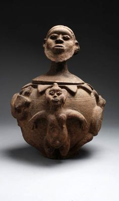 Africa | Medicinal vessel with lid from the Bambara people of Mali | Terracotta