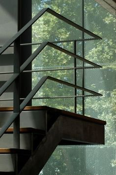 escada com guarda corpo de alumínio preto