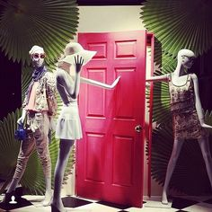 "ALICE and OLIVIA,Soho, New York, ""I will close the door Sally,because It's too cold"", pinned by Ton van der Veer"