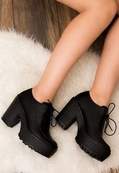 Trendy how to wear ankle boots petite black leather 26 Ideas Black Leather Boots, Black Ankle Boots, Heeled Boots, Shoe Boots, High Boots, Leather Shoes, Lace Up Block Heel, Block Heel Ankle Boots, Pretty Shoes