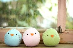 Cute...and they look pretty easy to make...even for someone like me, who doesn't really sew...  :>)