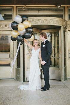 Black and gold Art Deco wedding inspiration | Photo by Lauren Peele Photography | 100 Layer Cake