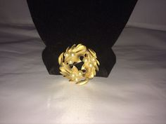 VTG. CROWN TRIFARI FAUX PEARL & BRUSHED GOLD TONE WREATH/LEAVES/FLOWERS BROOCH~  | eBay