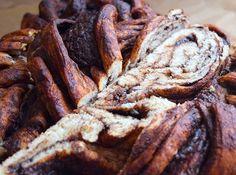 na vzhledu přece nezáleží, že jo 😄 je to dobrý a to je hlavní 😂 #homemade #chocolate #babka #cake #kringel #valentines #valentyn #instabake #peceni #bakingtime #bakingmom #dessertstagram #bakestagram #foodie #foodlover #foodblog #foodphotography #homebaker #homebaked #czech #czechrepublic #avecplaisircz Steak, Food, Essen, Steaks, Meals, Yemek, Eten