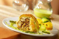 Melons de poulet farcis aux champignons, émulsion d'asperges | Le Poulet du Québec