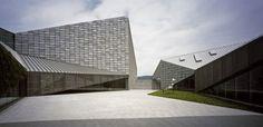 Kyushu Geibunkan by Kengo Kuma & Associates (Fukuoka Prefecture, Japón) #architecture