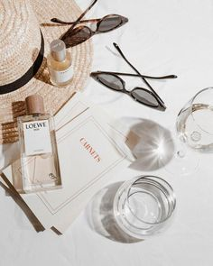 flat lay photography Things That Inspire - All About Good Vibes Cream Aesthetic, Classy Aesthetic, Summer Aesthetic, Aesthetic Photo, Aesthetic Pictures, Nature Aesthetic, Aesthetic Themes, Jewelry Photography, Fashion Photography