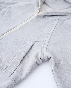 hatra hatra Source by Sport Fashion, Kids Fashion, Matching Couple Shirts, Sports Hoodies, Fashion Details, Fashion Design, Sport Wear, Mode Inspiration, Mens Sweatshirts